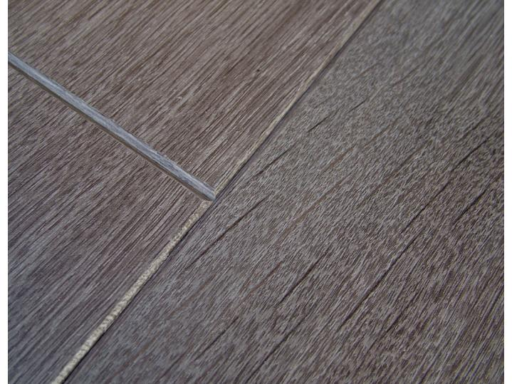 Chelsea Boardwalk Oak 8mm Laminate image
